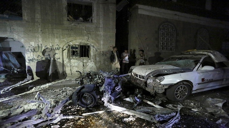 قتلى وجرحى بتفجير في صنعاء والحوثيون يعلنون إطلاق صاروخ على السعودية