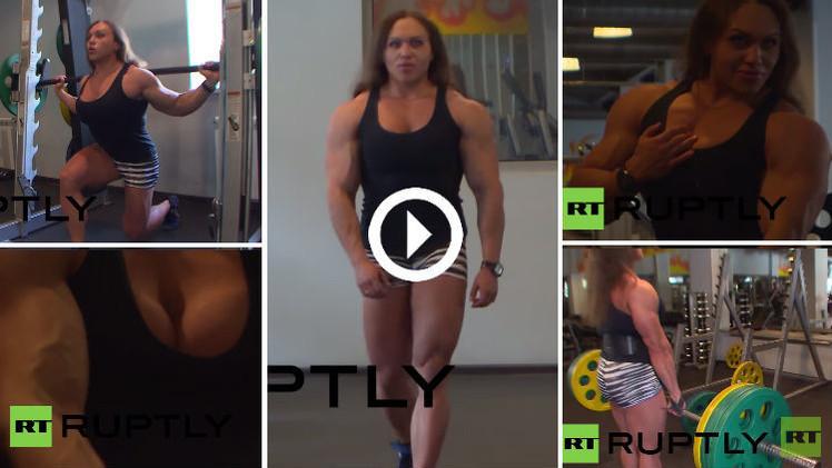 (فيديو) رباعة روسية تتحدى الرجال بقوة عضلاتها