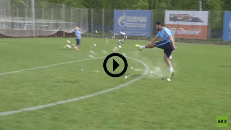 (فيديو) هالك يفجر الكرة بتسديدة قوية