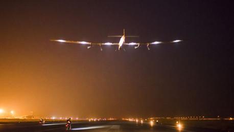 طائرة تعمل بخلايا شمسية