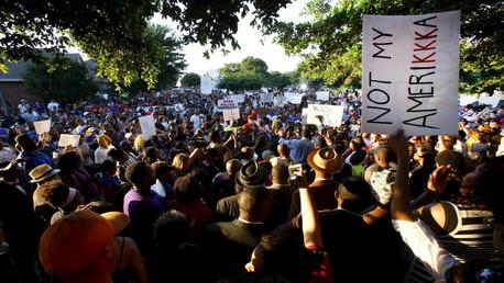 مسيرة للمحتجين على عنف الشرطة