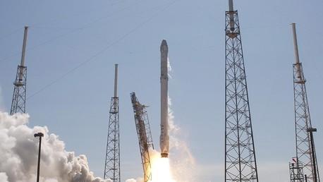 انطلاق صاروخ فالكون 9 مع شاحنة دراغون - صورة أرشيفية