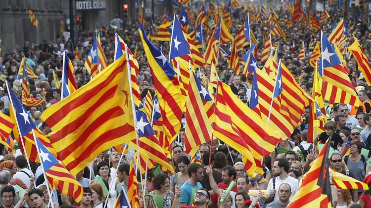 برشلونة قد يواجه عقوبات من اليوفا بسبب شعارات سياسية