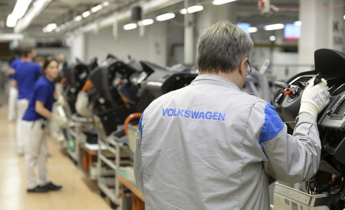 روبوت يقتل عاملا داخل مصنع