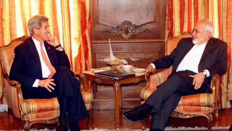 كيري: مسائل صعبة ماتزال عالقة في مفاوضات الملف النووي مع إيران