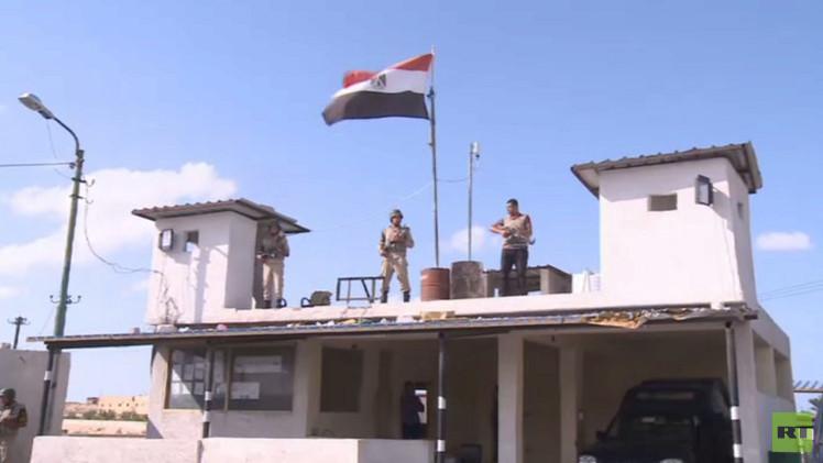 السيسي بالبزة العسكرية في سيناء والقبض على الخلية المنفذة لتفجير كفر الشيخ