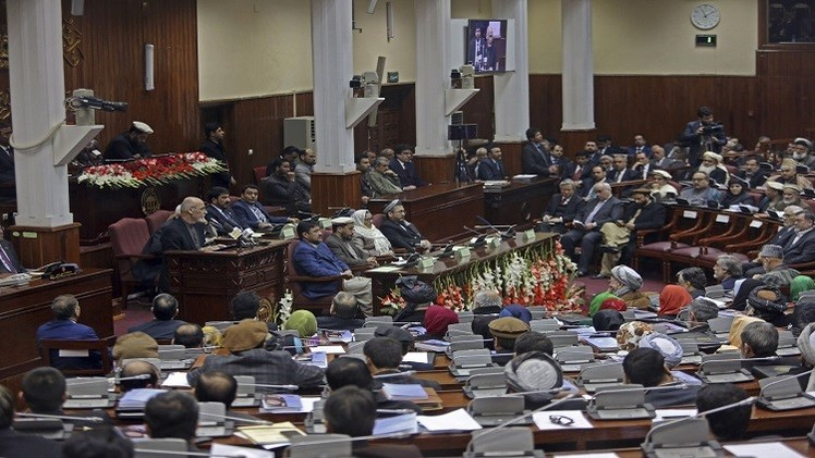 مقتل 16 من طالبان وشرطي أفغاني في اشتباك جنوب البلاد