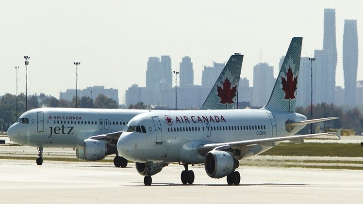 إضراب في مطار تورونتو يؤدي إلى إلغاء مئات الرحلات
