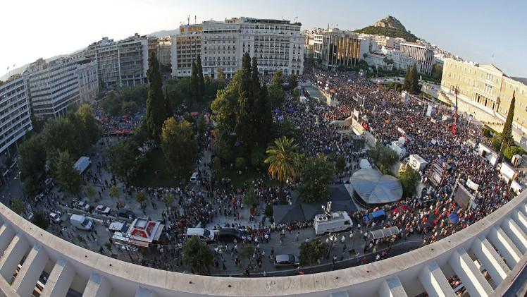 أثينا.. قدم في منطقة اليورو وأخرى خارجها