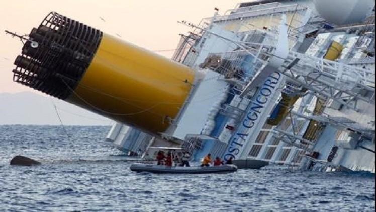 مصر.. القوات البحرية تنقذ طاقم سفينة