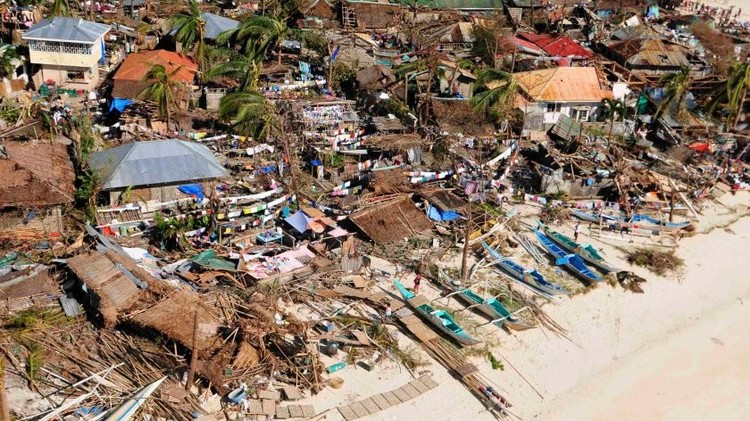 إعصار مداري يجتاح شمال الفلبين