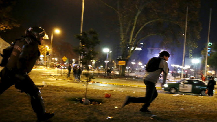 مقتل 3 أشخاص في احتفالات جماهير تشيلي بلقب