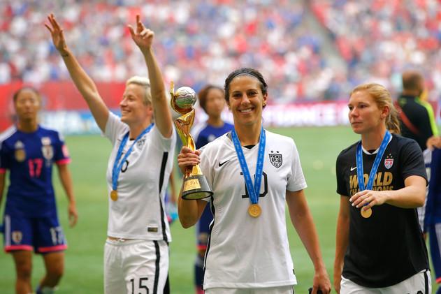 الأمريكية كارلي لويد تنال الكرة الذهبية في مونديال السيدات .. (صور)