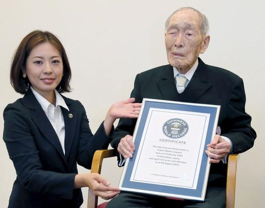 وفاة أكبر رجل معمر بالعالم عن عمر يناهز 112 عاما