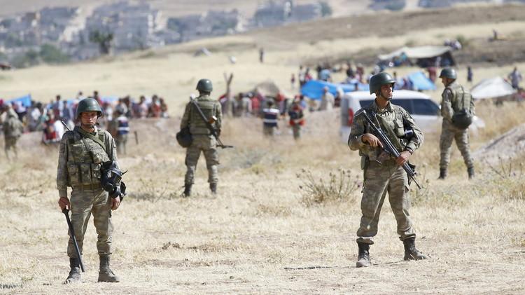 الجيش التركي  يحتجز نحو 800 شخص حاولوا التسلل من سوريا