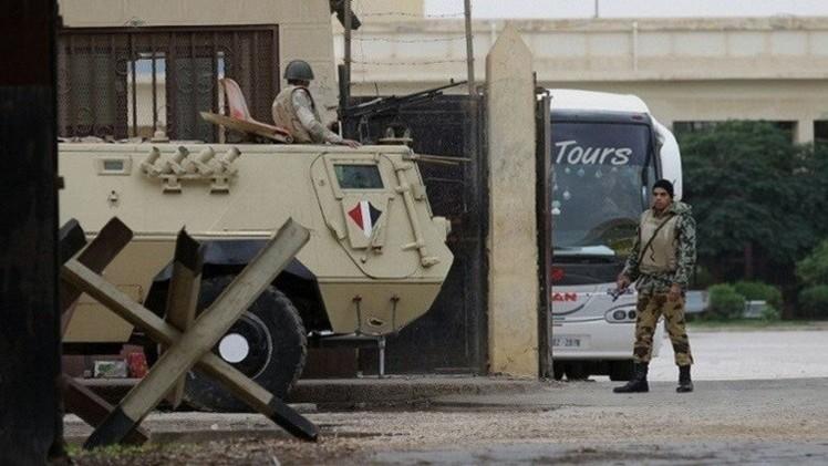 مقتل ضابط  في صعيد مصر وجرح 15 جنديا في سيناء
