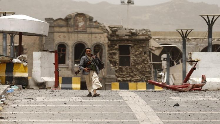 اليمن.. عشرات القتلى والجرحى في غارات واشتباكات عنيفة