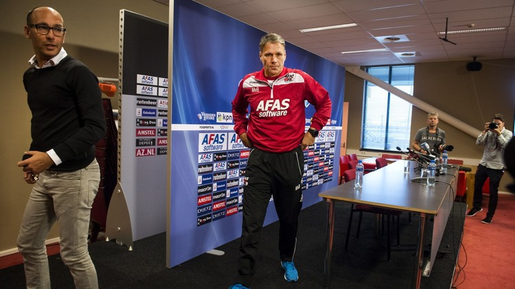 فان باستن يعود لدكة تدريب الطواحين الهولندية