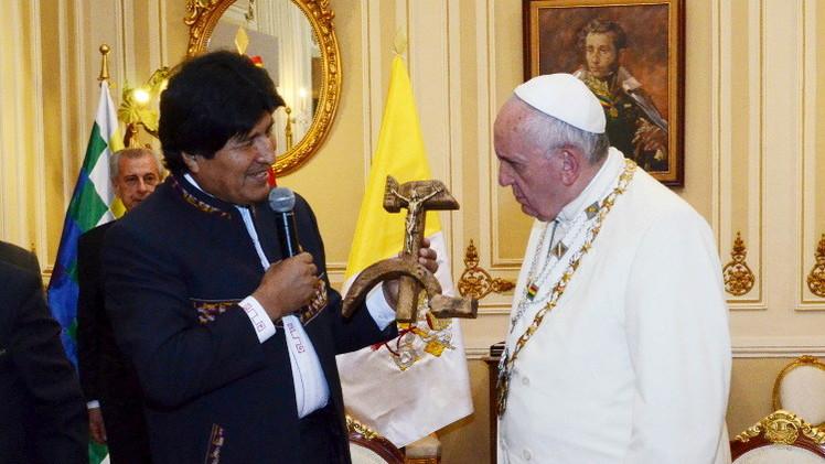البابا يعتذر عن جرائم الكنيسة ويدعو إلى تغيير النظام الاقتصادي العالمي