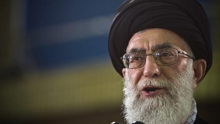"""خامنئي يدعو الإيرانيين لمواصلة الحرب ضد """"الغطرسة الأمريكية"""""""