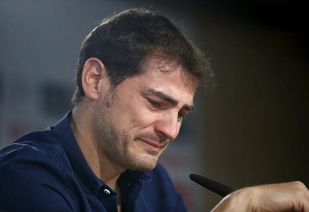 (فيديو) كاسياس يودع ريال مدريد بالدموع