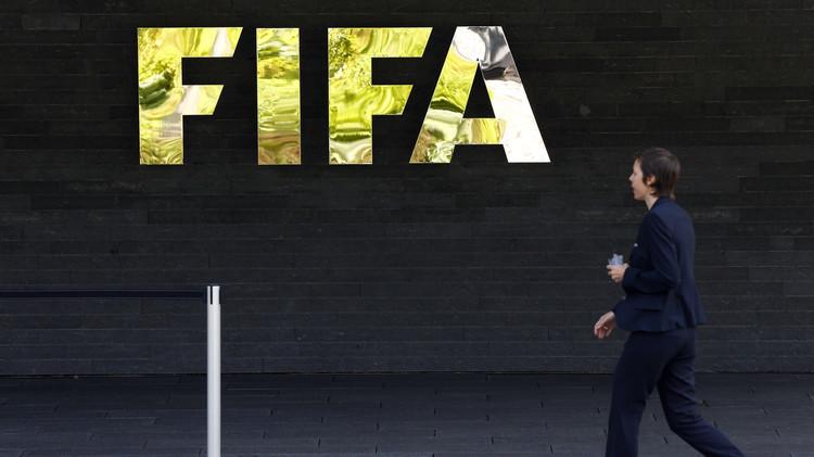 سويسرا تكشف عن حيازتها عشرات التقارير حول قضايا فساد في الفيفا