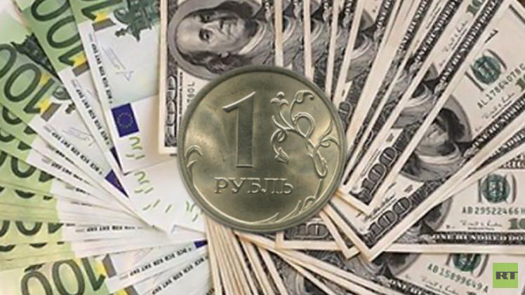 الروبل الروسي يرتفع مقابل اليورو ويتراجع أمام الدولار