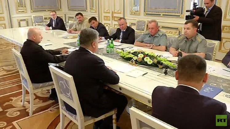 الرئيس الأوكراني يكلف أجهزة الأمن بنزع سلاح التشكيلات غير الشرعية