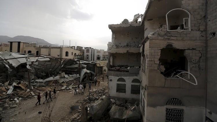 اليمن.. مقتل 21 مدنيا في غارات للتحالف على صنعاء
