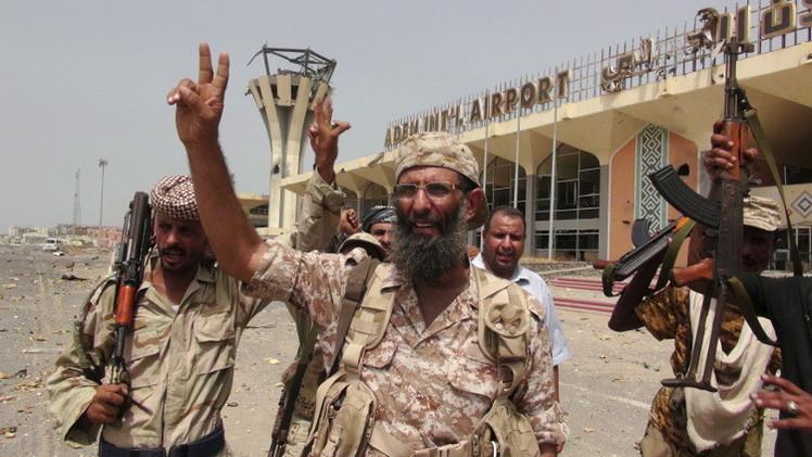 اللجان الشعبية تسيطر على مطار عدن.. وأوباما وعبد العزيز يؤكدان ضرورة إنهاء المعارك