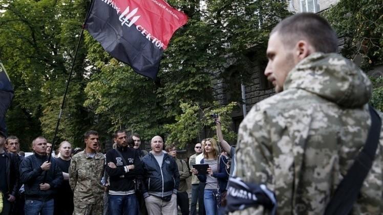 القطاع الأيمن في أوكرانيا يعترف باستخدامه السلاح ضد المواطنين