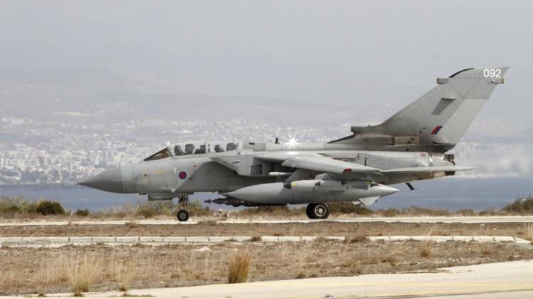 انفصال صاروخين عن مقاتلة بريطانية أثناء الهبوط في قاعدة عسكرية جنوب قبرص