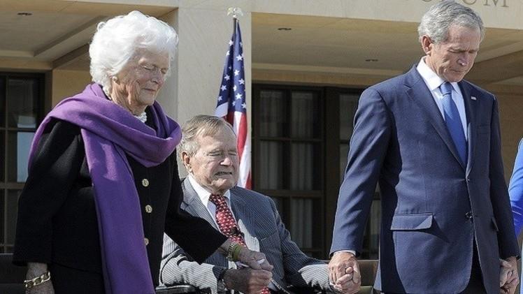 بوش يكسر رقبته