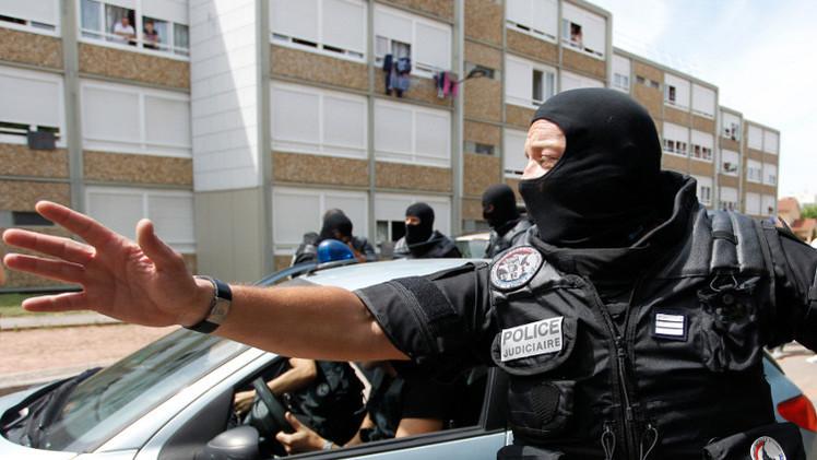أنباء عن التخطيط لقطع رأس عسكري فرنسي في ذكرى هجوم