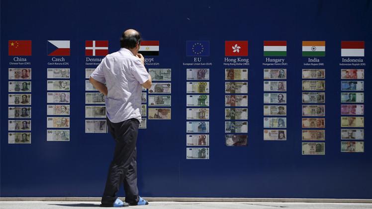 اليورو يهبط لأدنى مستوى في 6 أسابيع بعد موافقة اليونان على خطة الإنقاذ