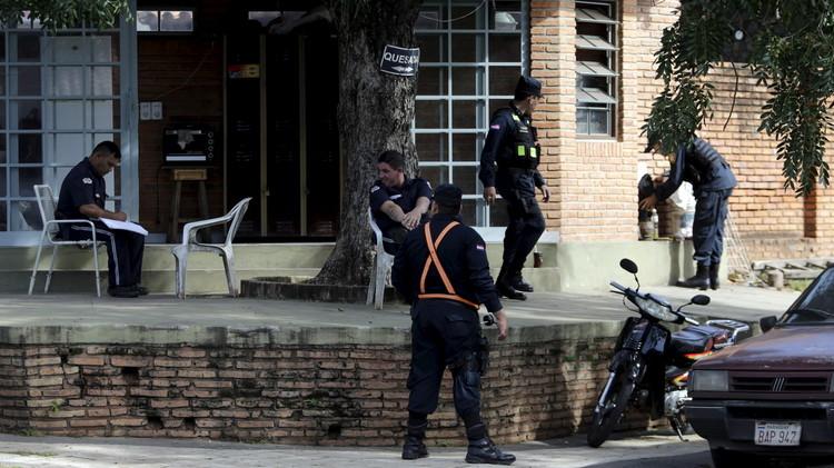 تسليم أحد مسؤولي الفيفا المحتجزين في سويسرا للسلطات الأمريكية