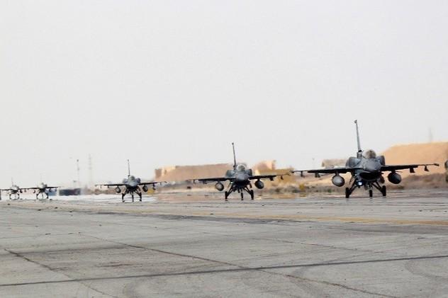معركة الأنبار.. وزارة الدفاع تعلن مقتل 70 من داعش والعبادي يزور قاعدة الحبانية