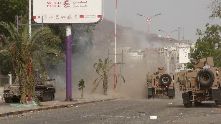 اللجان الشعبية تعلن سيطرتها على حي التواهي بعدن.. و100 قتيل بقصف الحوثيينللمدينة (فيديو)