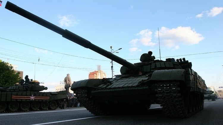 عند خط التماس في دونباس.. كييف تعزز ودونيتسك ولوغانسك تواصلان الانسحاب