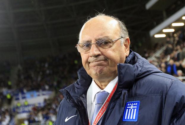 الاتحاد اليوناني يرفض استقالة مدرب المنتخب