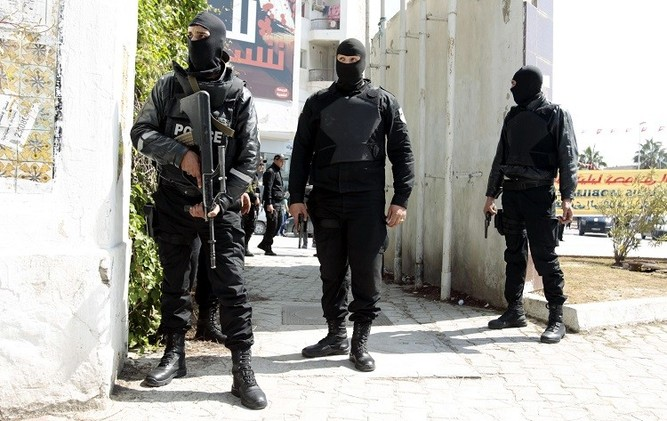 تونس تعتقل 12 شخصا بشبهة الإرهاب