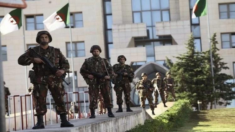 الجزائر تتوعد الإرهابيين الذين قتلوا جنودها التسعة