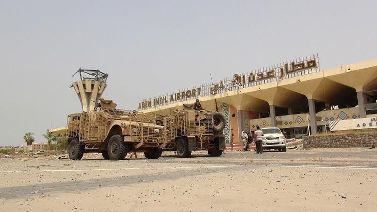 هبوط أول طائرة عسكرية في مطار عدن بعد 4 أشهر على إغلاقه