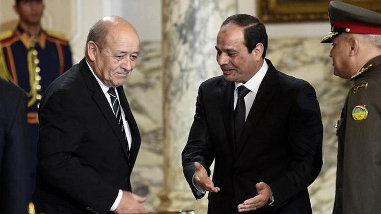 وزير الدفاع الفرنسي يبحث في القاهرة توريد الأسلحة لمصر ومكافحة الإرهاب