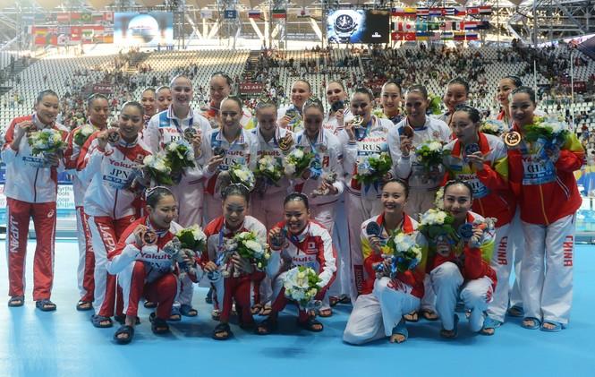 روسيا تحتكر ميداليات السباحة الإيقاعية في كأس العالم للألعاب المائية (فيديو)