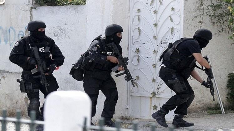 إلقاء القبض على 17 شخصا بتهمة الانتماء لتنظيمات