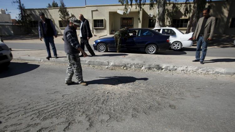 مقتل وإصابة 14 جنديا ليبيا بتفجير انتحاري في بنغازي
