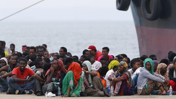 إيطاليا: إنقاذ 1810 مهاجرين وانتشال 13 جثة