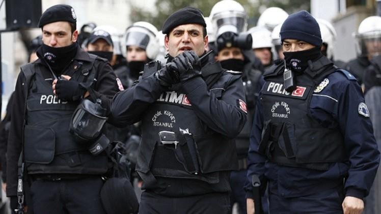 اشتباكات بين الشرطة ومسلحي