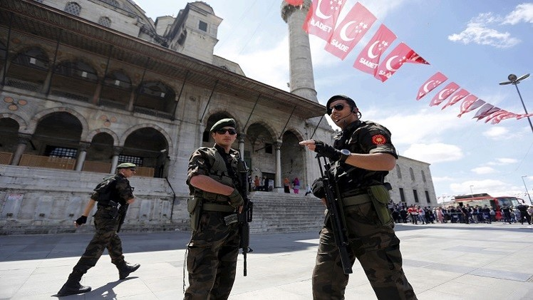 الجيش التركي يقصف معاقل حزب العمال الكردستاني.. وفتح تحقيق ضد دميرطاش